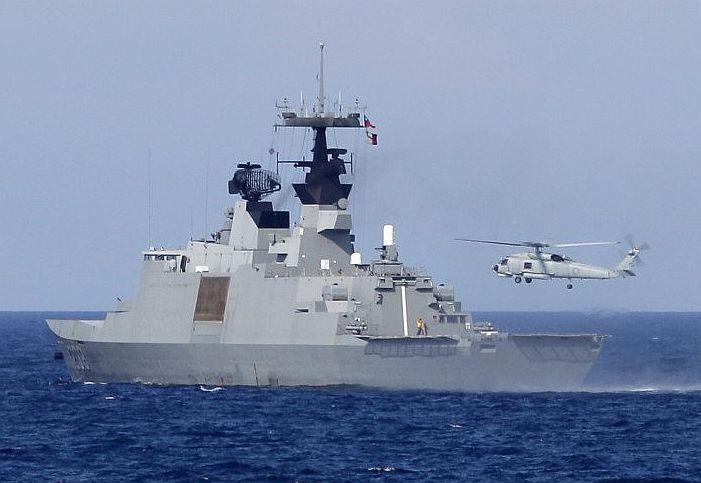 康定級飛彈巡防艦海上演練
