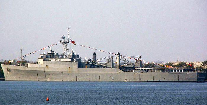 旭海級船塢登陸艦193靠港